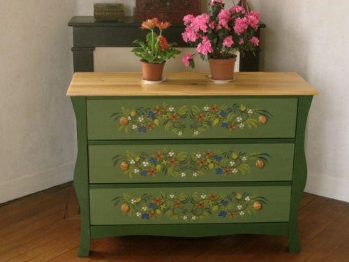 Bunt bemalte Möbel kommode grün holzplatte blumenmuster | Home& ...