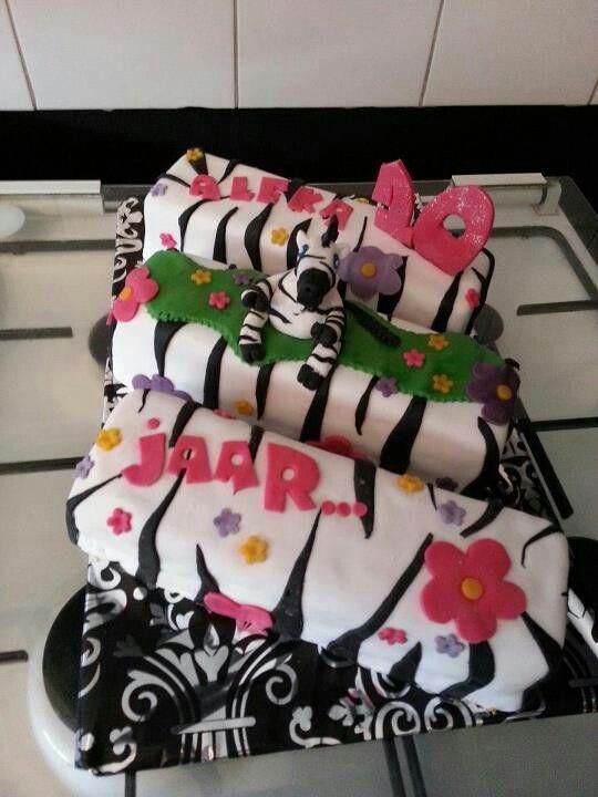 Mijn eerste taart gemaakt voor mijn dochter dr verjaardag