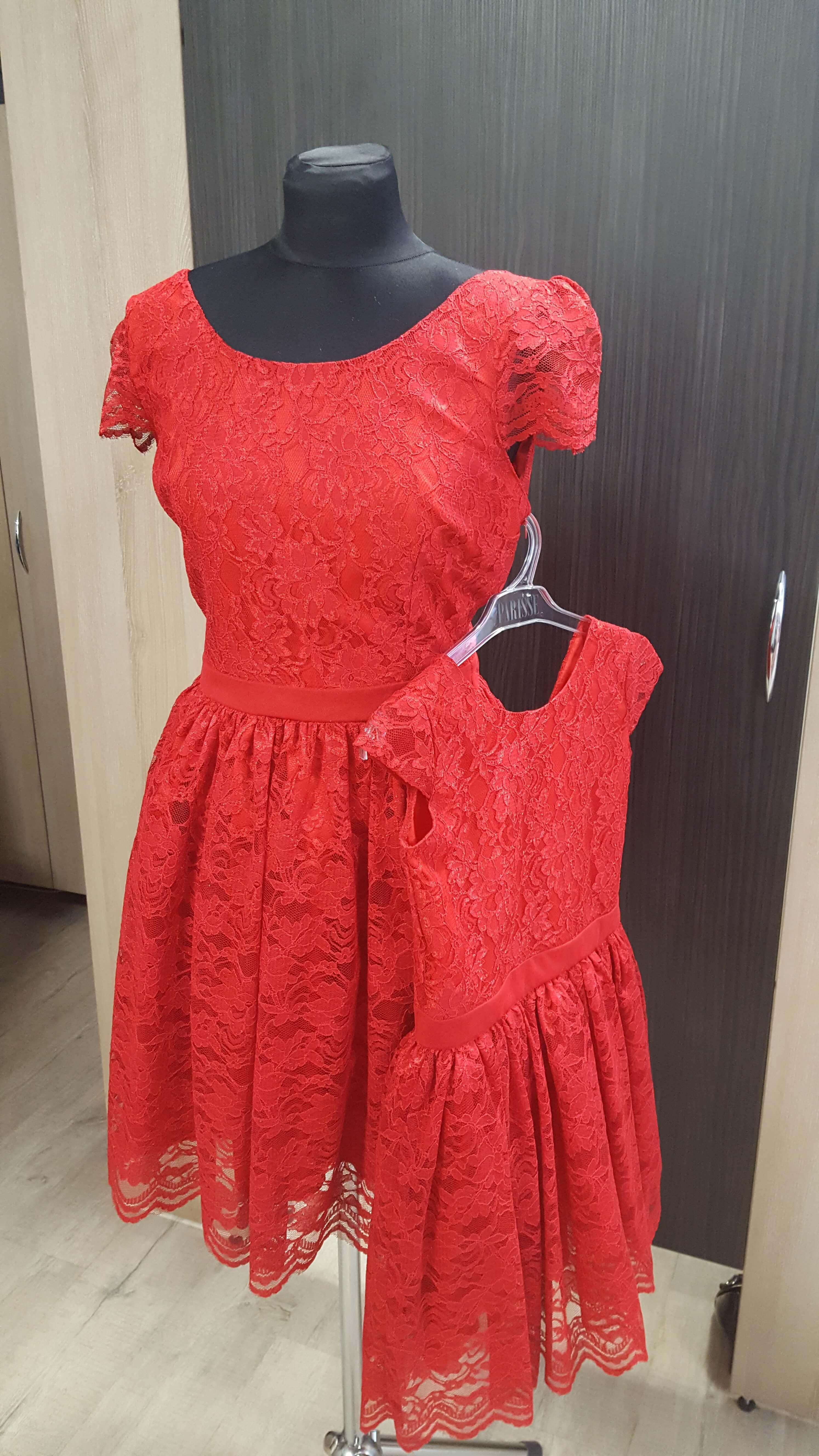f806b4d96 Červené čipkované šaty pre mamu a dcéru Lilly01 | gyerekruha otletek