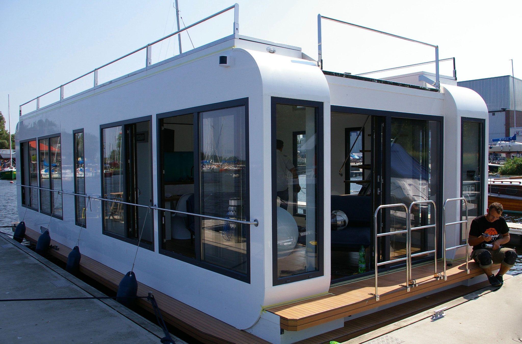 hausboote kaufen mieten ein portal zum wohnen auf dem wasser. Black Bedroom Furniture Sets. Home Design Ideas