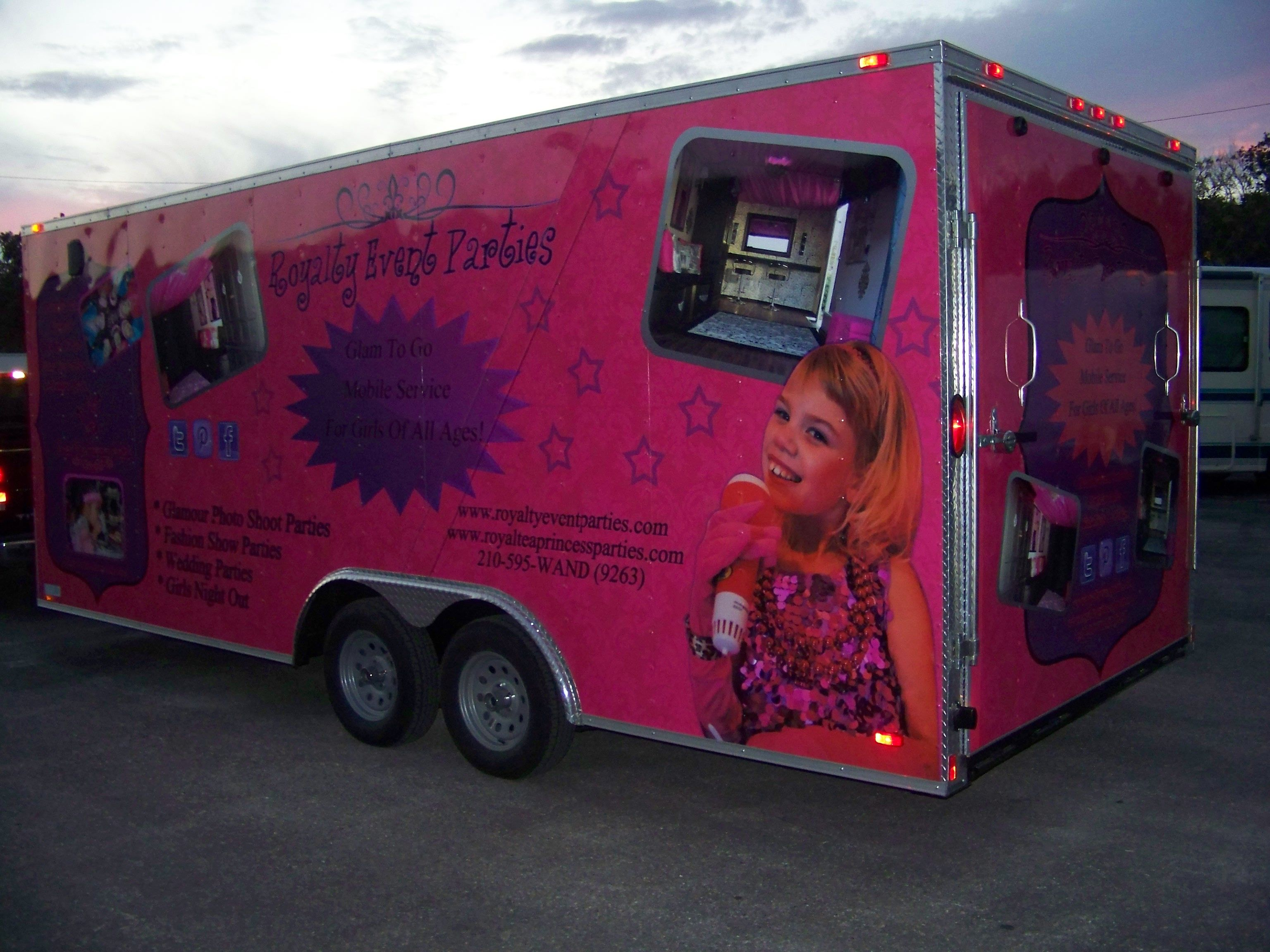 Mobili glamour ~ Sell enclosed cargo trailer mobile glamour party