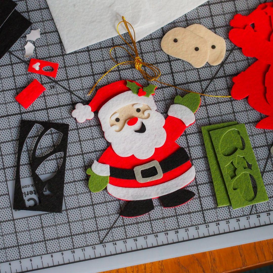 Hello, Santa! Found this cute little felt ornament pack @michaelsstores.