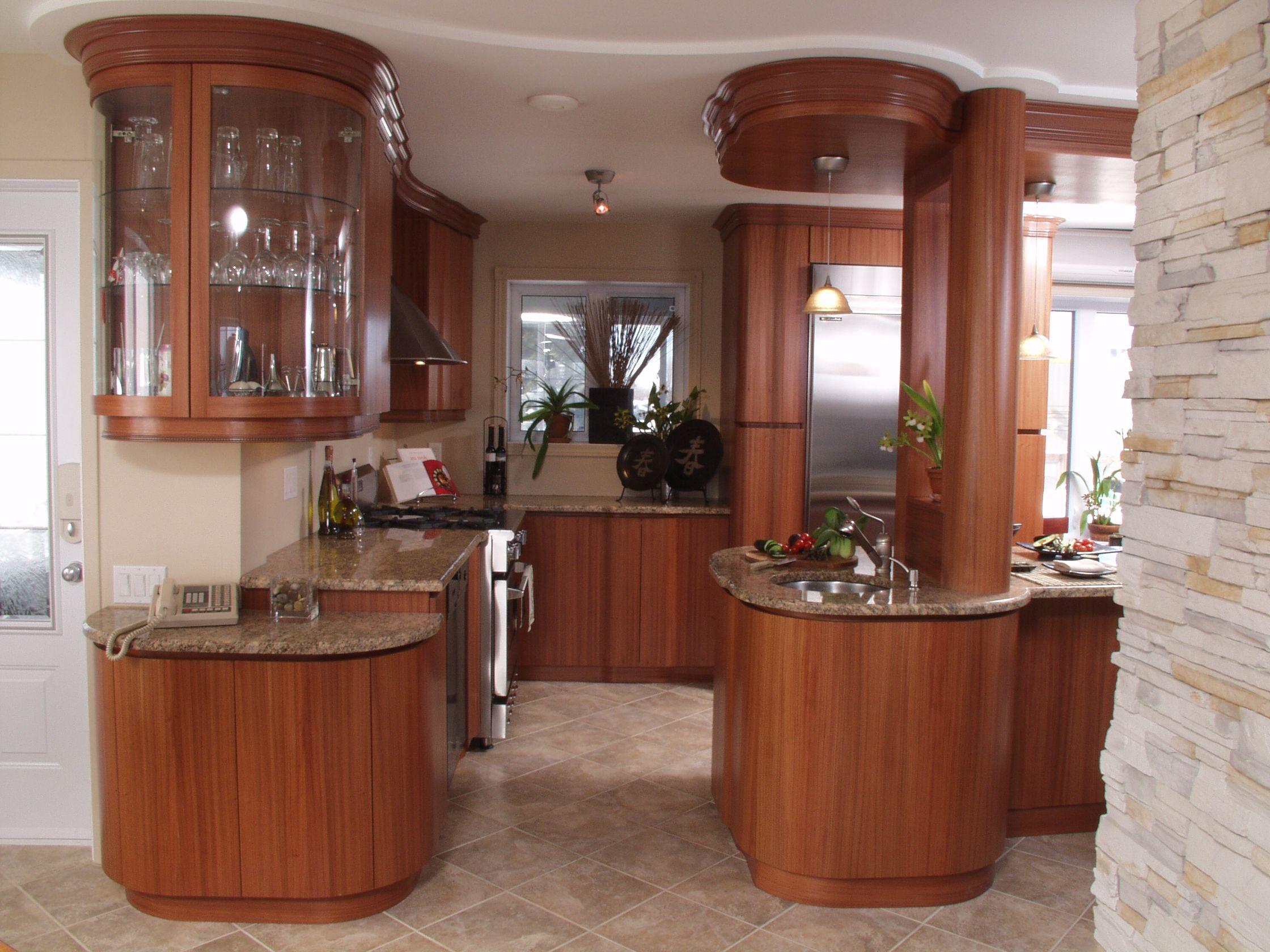 Cette Cuisine Moderne Est En Bubinga Il S Agit D Une Essence Africaine Qui Provient Principalement Du Cameroun Et Du Gabon Htt Kitchen Design Home Decor Home