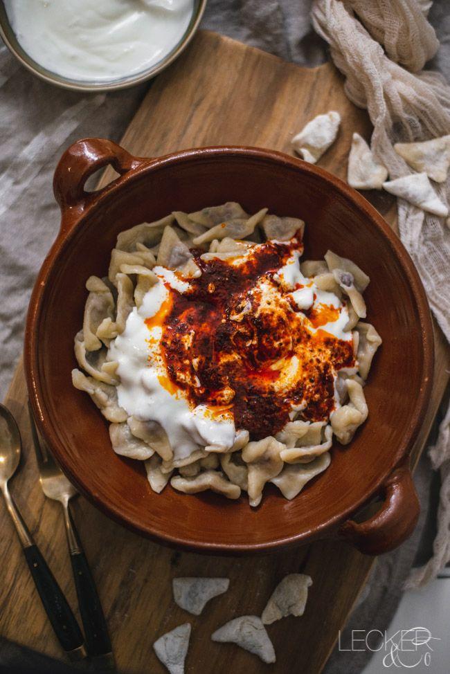 Manti mit Knoblauchjoghurt und Paprika-Minz-Butter | LECKER&Co | Foodblog aus Nürnberg