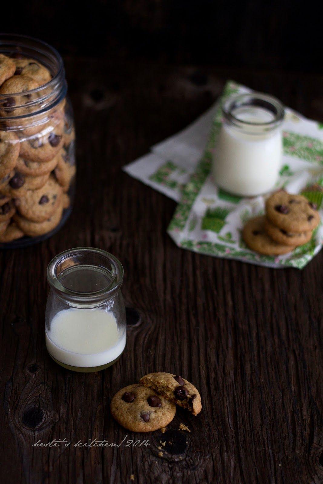Hesti S Kitchen Yummy For Your Tummy Chocolate Chip Cookies Kue Coklat Chip Keping Coklat Kue Coklat