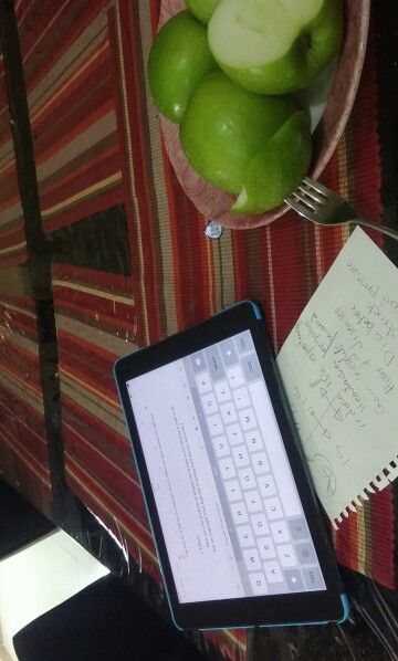 2014-12-07 writing a paragraph .. Green apples .. Tasty