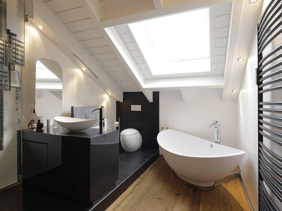 Dachschrgebadezimmer. Design-Ideen-Badezimmer-Mit-Dachschräge