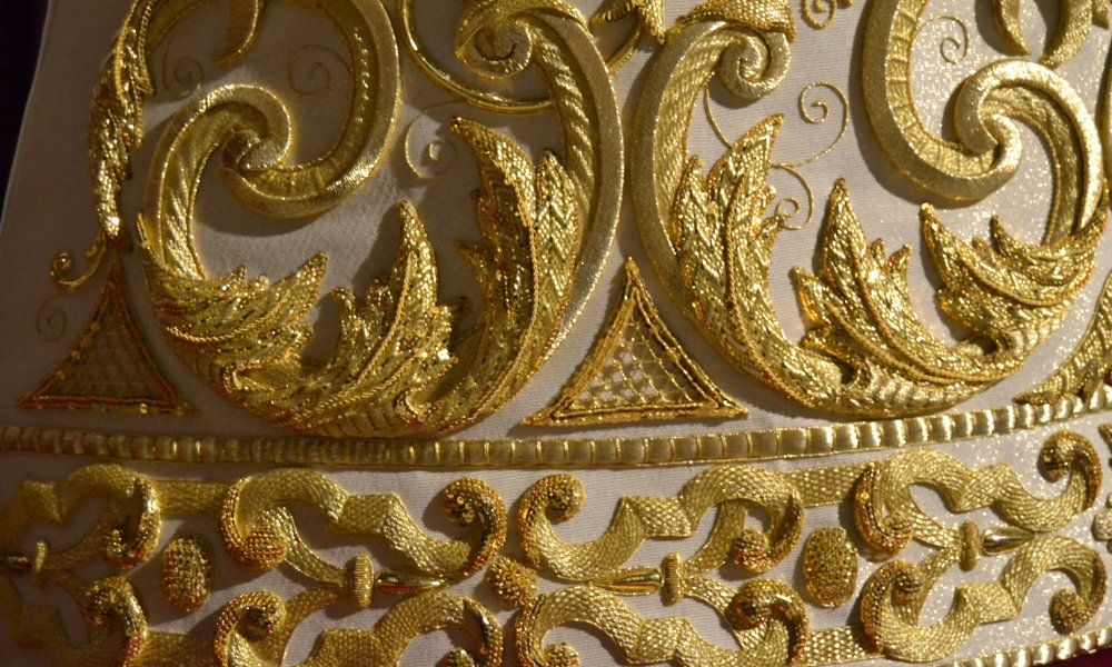 Resultado de imagen de La técnica del bordado con hilo de oro