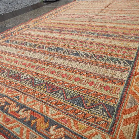 Etsy の Vintage Turkish Kilim RugSHIPPING by BUTTERFLYRugs