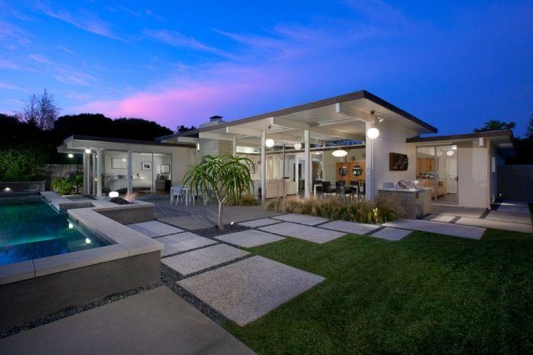 Kies, Trittplatten und Rasen in einem schönen Muster kombinieren - vorgarten modern kies