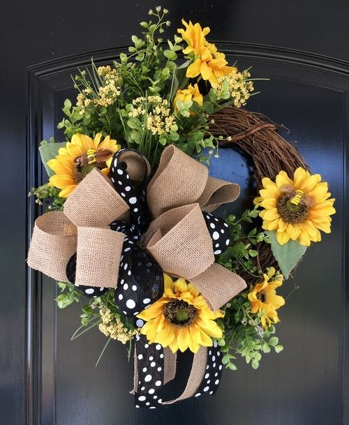 Photo of Learn to make a sunflower wreath for your front door!