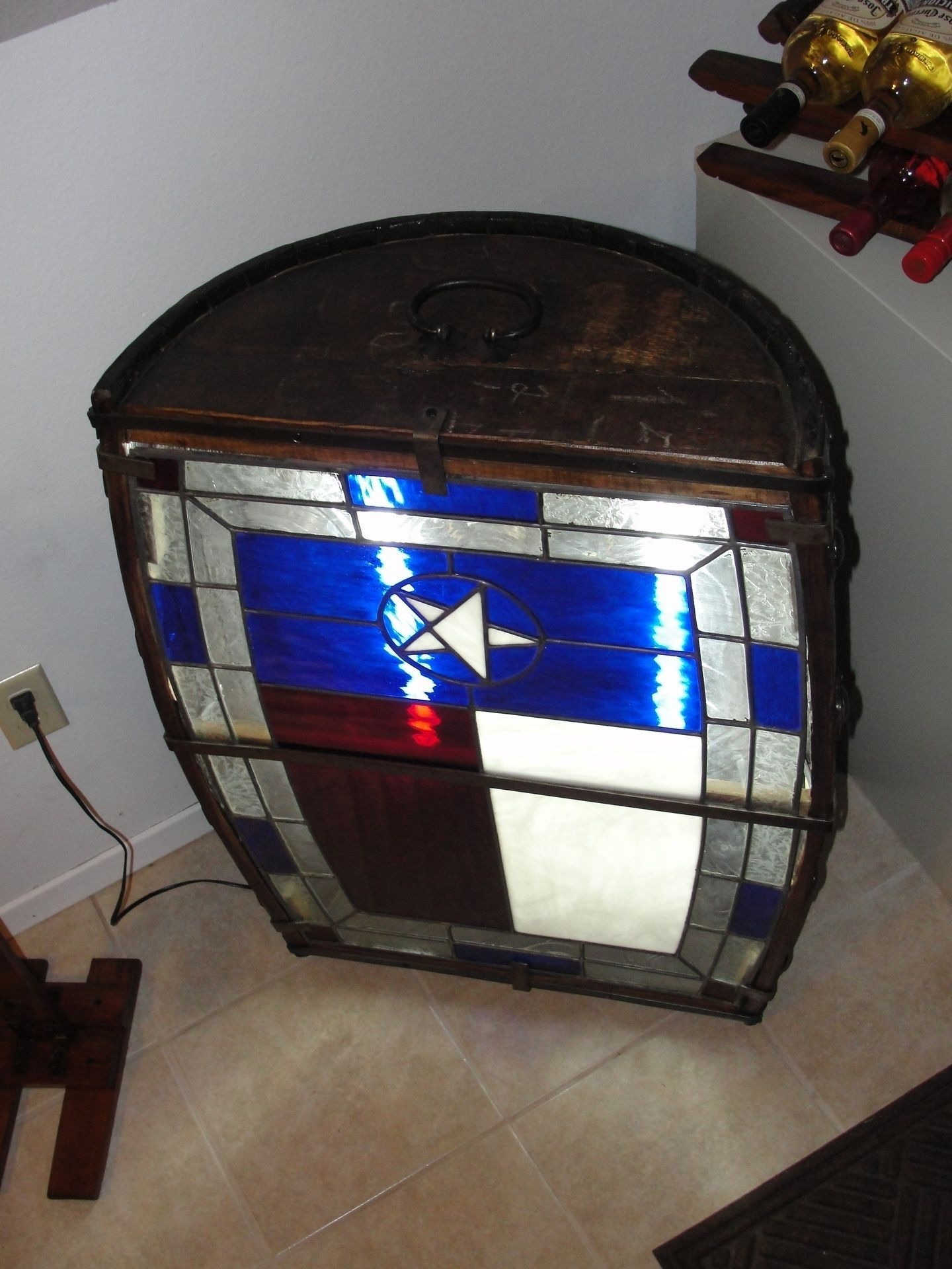 half barrel lamp with the texas flag in stained glass in stock