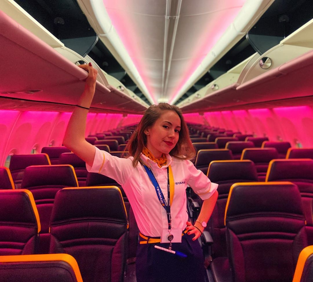 B737 Boeing 737 Flightattendant Stewardess Ryanair Airline Aircraft Plane Aviation Cancelled Flight Flight Status Emirates Flights