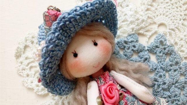 ミニドール(リバティ・水色帽子)