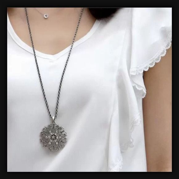 ✅PRE-ORDER NOW✅ Silver Rhinestone Necklace Condition: Brand New  Material: Zinc Alloy Pendants size: 4.5CM x 4 CM Chain length: 70cm weight: 16.2G Jewelry Necklaces