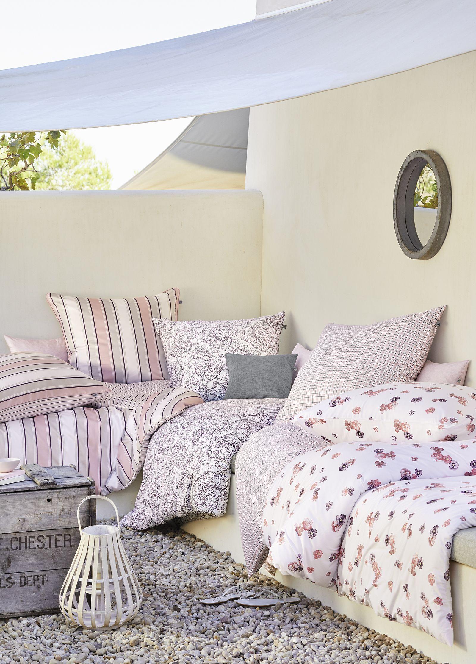 Romantisches schlafzimmer interieur zarte rosatöne zum perfekten kombinieren im schlafzimmer  romantik