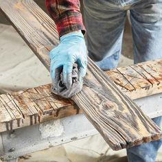 How to Make Your Own Barn Wood #familyhandymanstuff