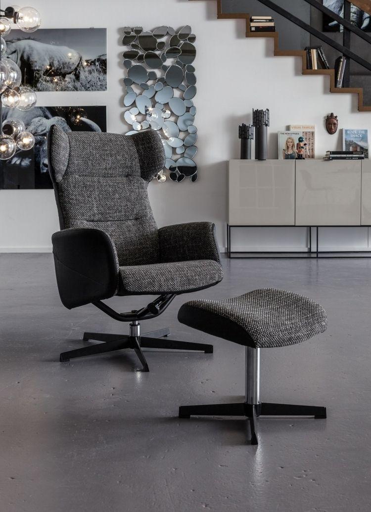 Sessel mit Armlehnen und Fusshocker in Grau gepolstert | Wohnzimmer ...