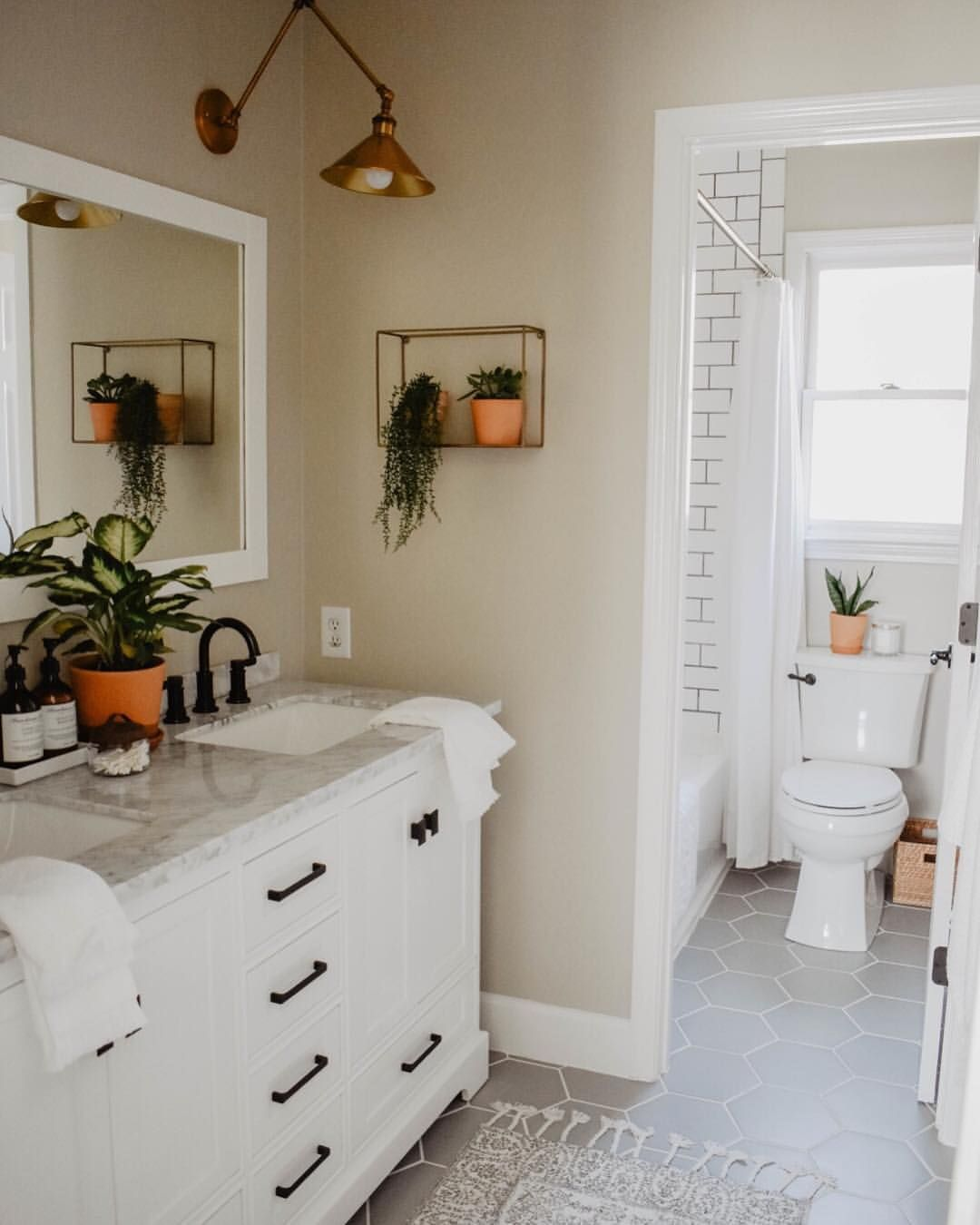 Kitchen Wall Color? Looks Nice With White Cabinets And