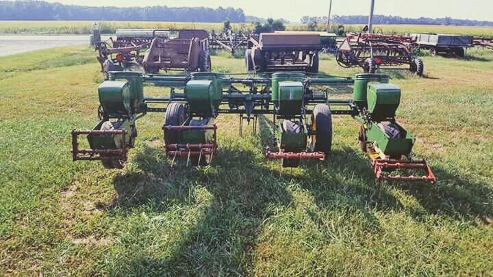 John Deere 1240 4 Row Planter Tractors Tractors Planters The Row