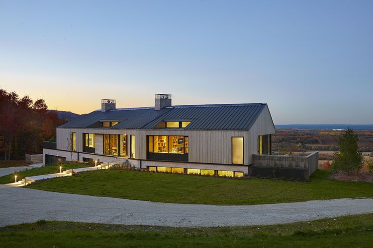 A Family Builds Their Dream Modern Home Overlooking The Georgian Bay Courtyard House Plans Long House Modern Courtyard