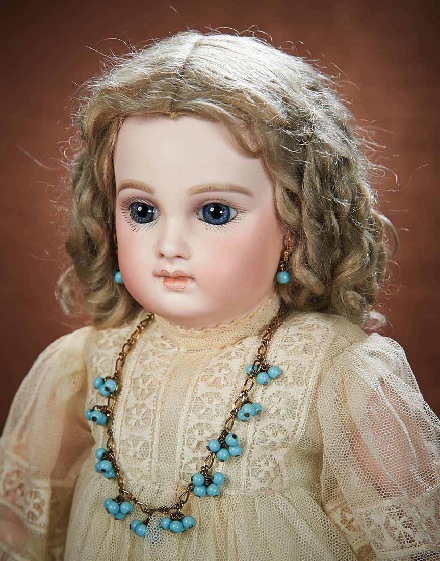 вышло, картинка кукла с бусами блогинг популярен среди