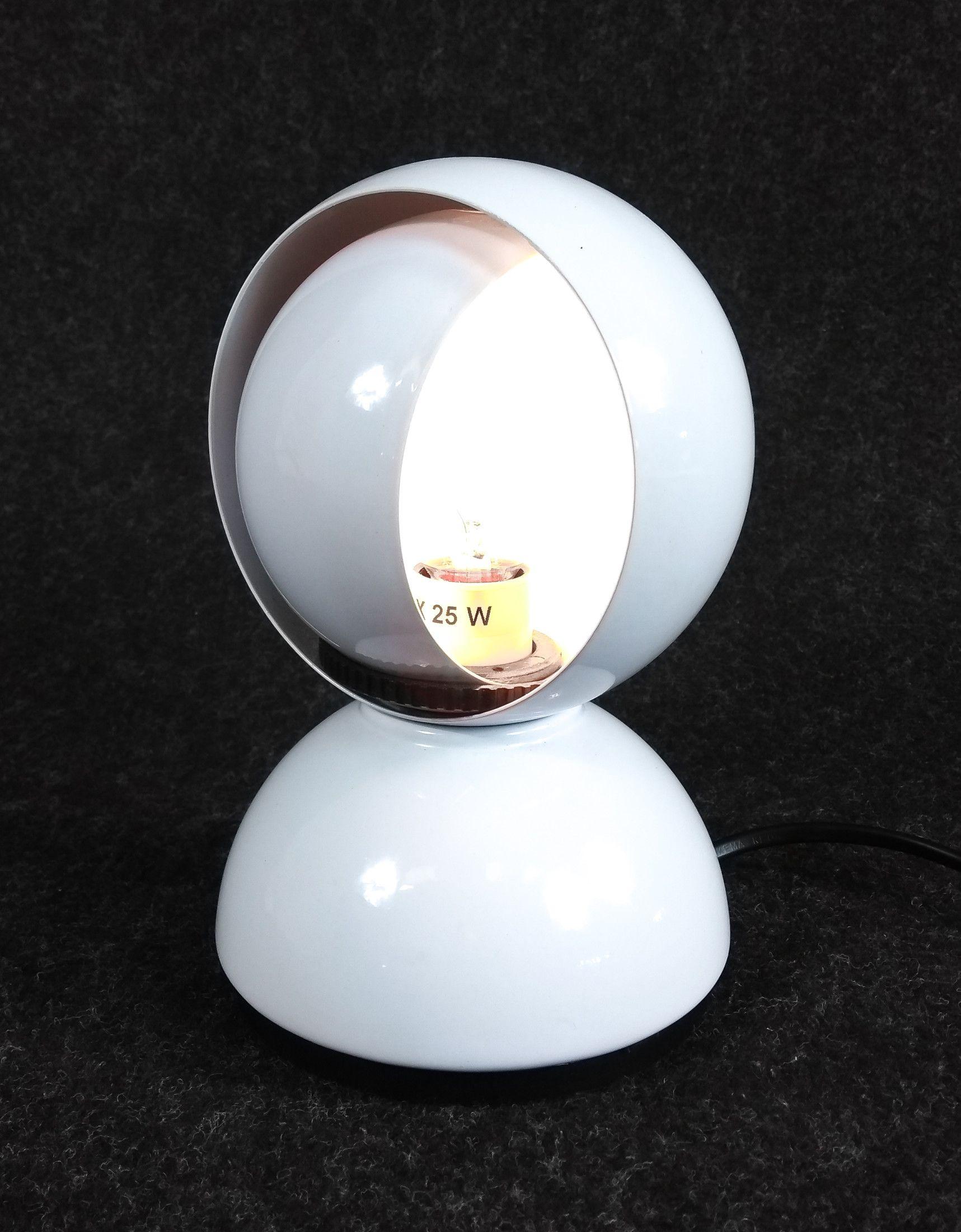 Lampada Da Tavolo Eclisse Design Vico Magistretti Per Artemide Italia 1967 Vicomagistretti Artemide Eclis Lampade Da Tavolo Lampade Tavoli In Metallo