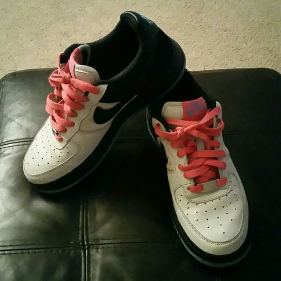 0b216266cf6d Nike Air Force 1