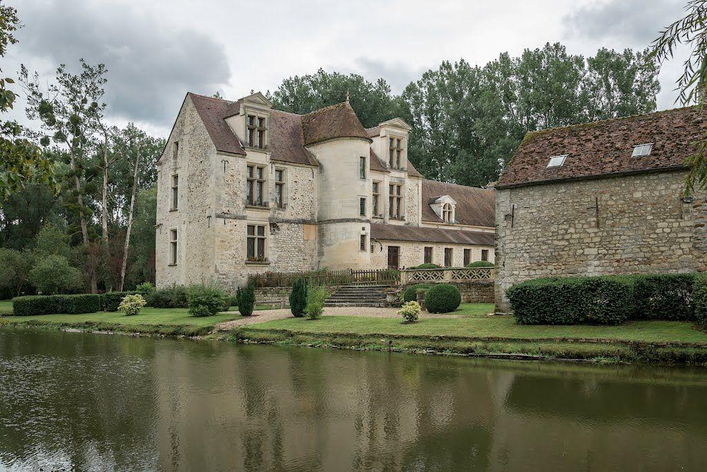 Ch U00e2teau De Pontarm U00e9 Et Les Douves  Picardie