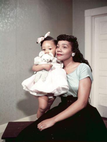 Mrs Coretta Scott King and daughter Yolanda King, 1958 (Moneta Sleet/Ebony Collection
