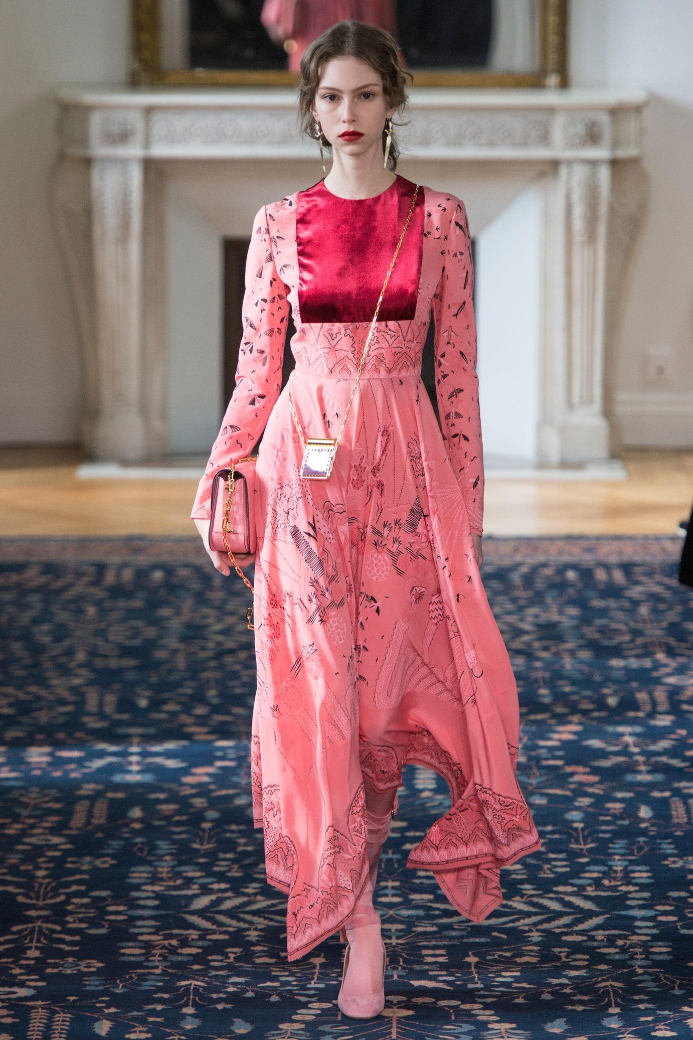 Défilé Valentino: Printemps-été 2017 | Moda italiana, Vestidos ...