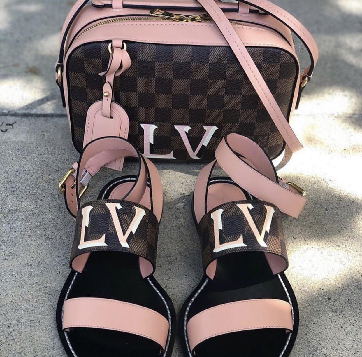 Pin By Lavish Fashions On Louis Vuitton Louis Vuitton Shoes Women Handbags Trending Handbag