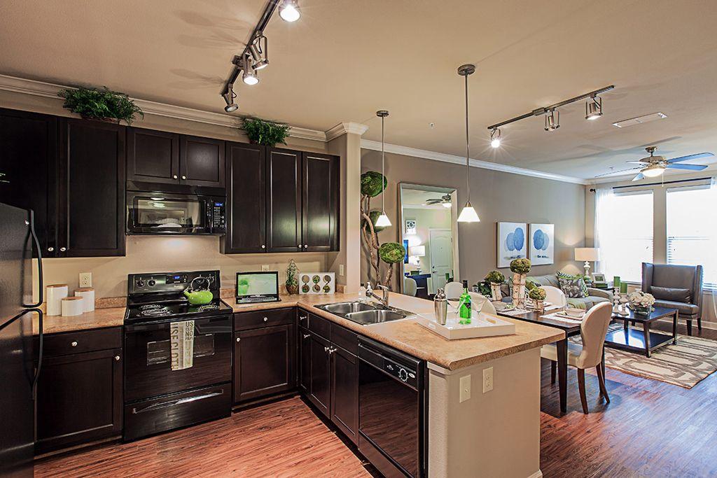 919 220 1004 1 2 Bedroom 1 2 Bath Artisan At Brightleaf Apartments A Greystar Elan Community 2015 Copper Leaf Wa Apartments For Rent Apartment Home Decor