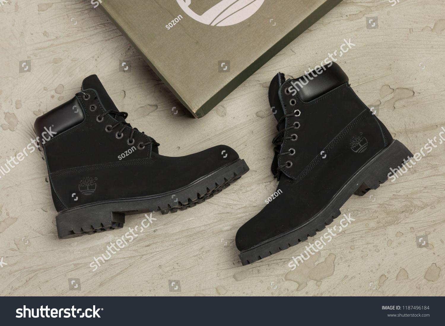 Actuación Consumir Todo el tiempo  New beautiful colorful and nice Timberland tracking shoes, sneakers,  trainers shows logo with a brand box on abstract backgro… | Timberland,  Timberland boots, Boots