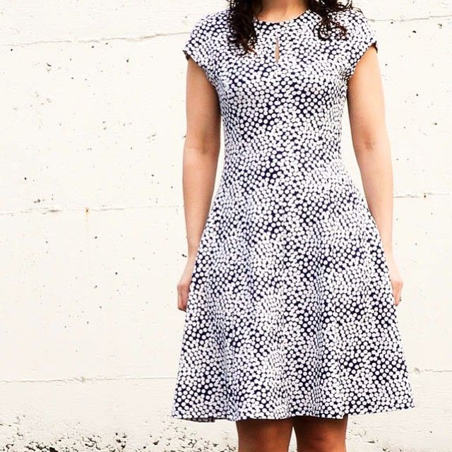 New blog post today: a dotted Davie dress! Makes a great dress for travelling, especially in wrinkle-free synthetic knits. #sewing #sewaholic #sewaholicpatterns #daviedress