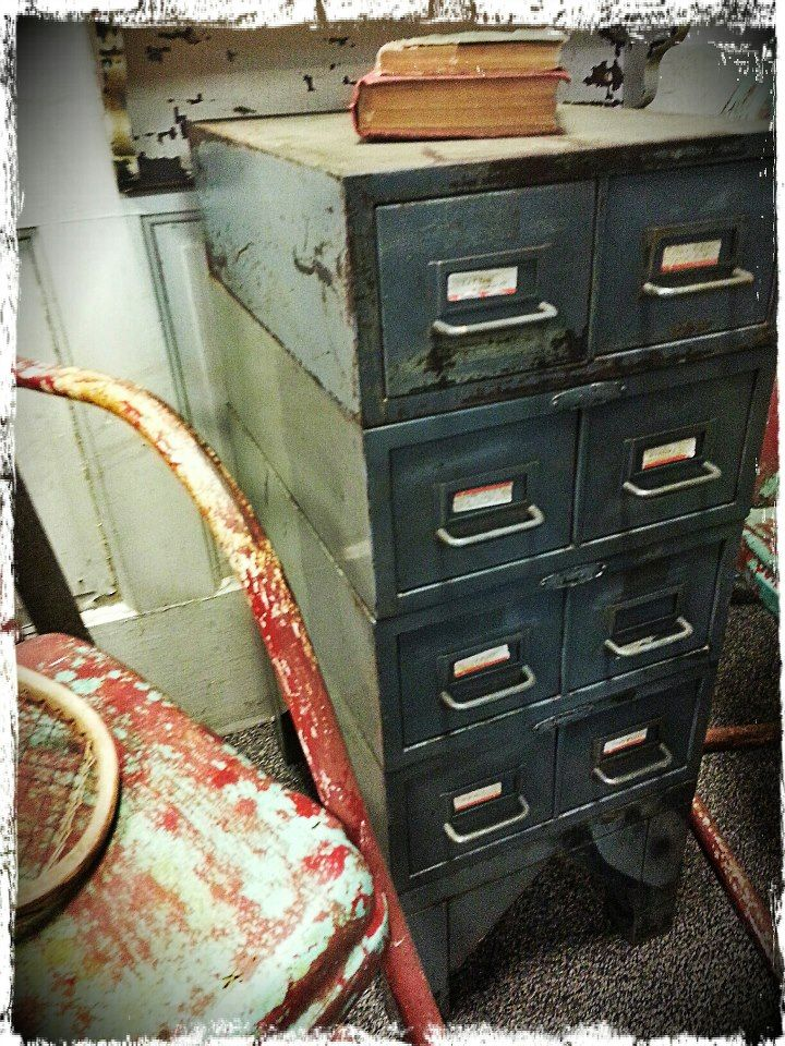 Recycled Relics And Antique Chic / Antique Shop / Red Bank, New Jersey