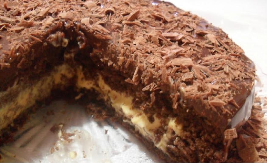 Bolo de Chocolate com Mousse de Maracujá.