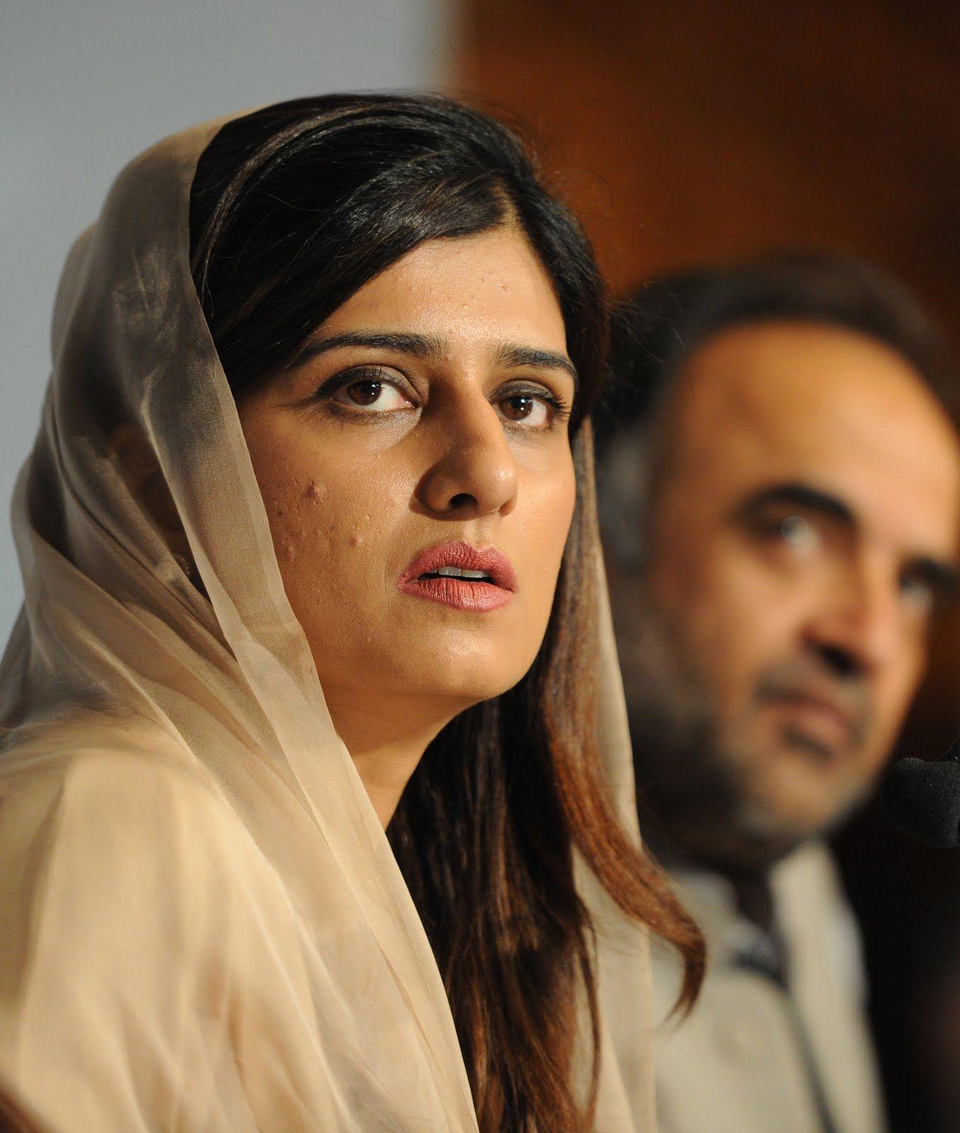Hina rabbani khar sexy photo