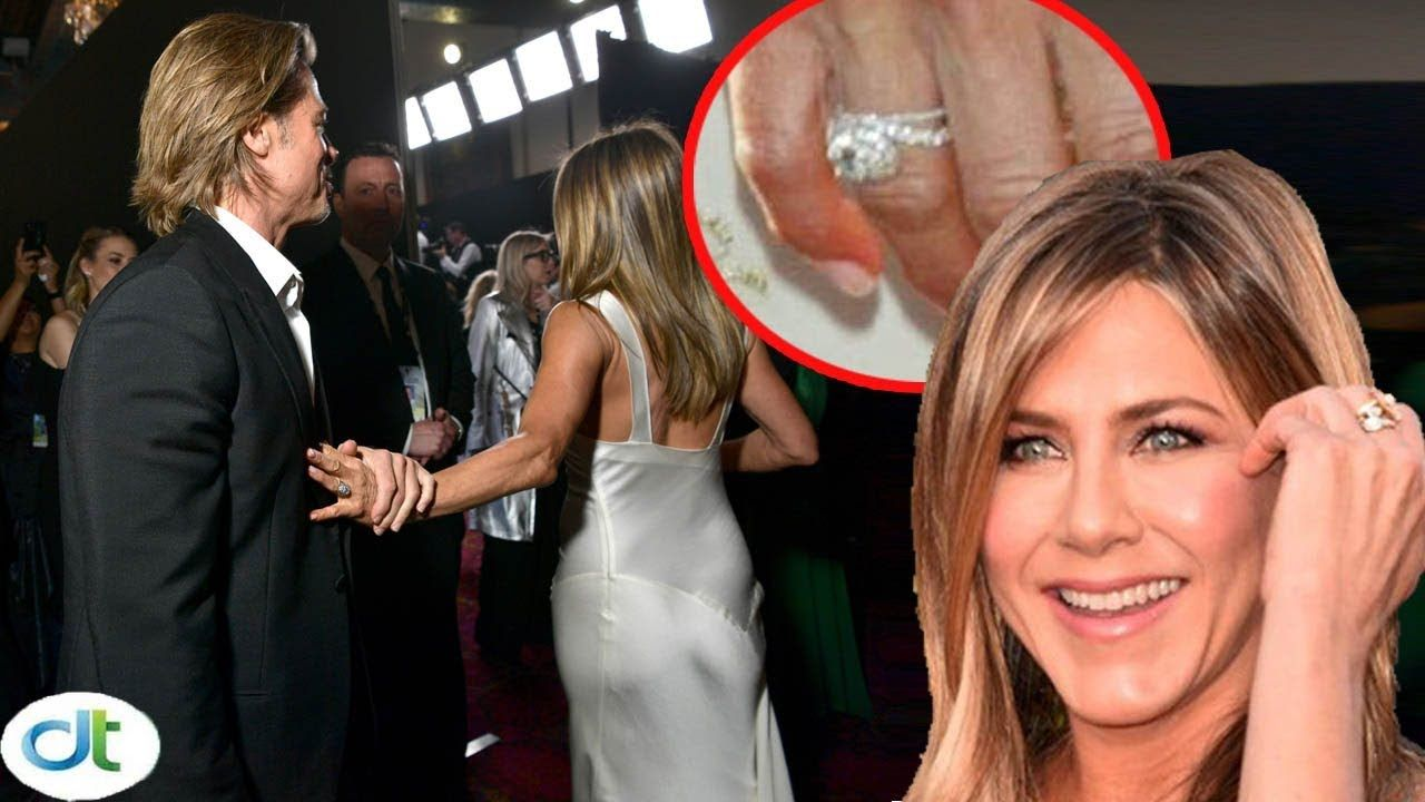 Shock Jennifer Aniston Wears Brad Pitt S Wedding Ring Again After Confirming Reunion From Sag Youtube Brad Pitt Jennifer Aniston Wedding Jennifer Aniston