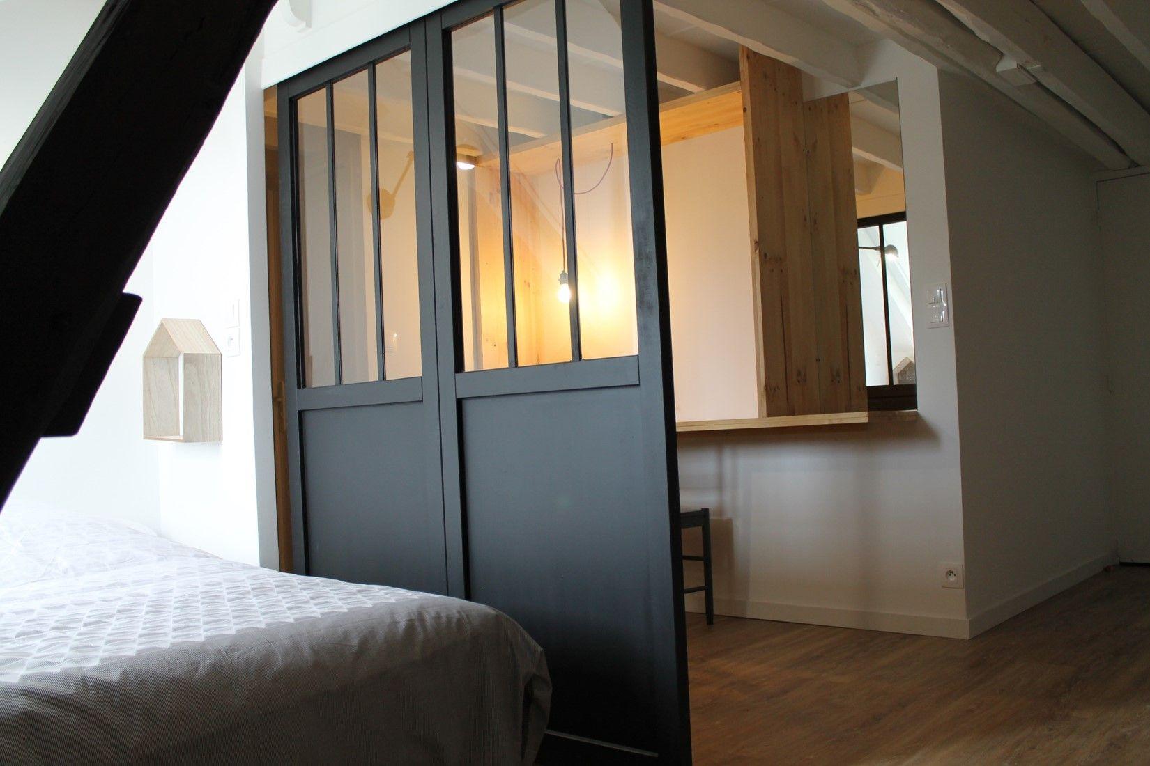 Cloison coulissante verrière style atelier noire pour délimiter le ...