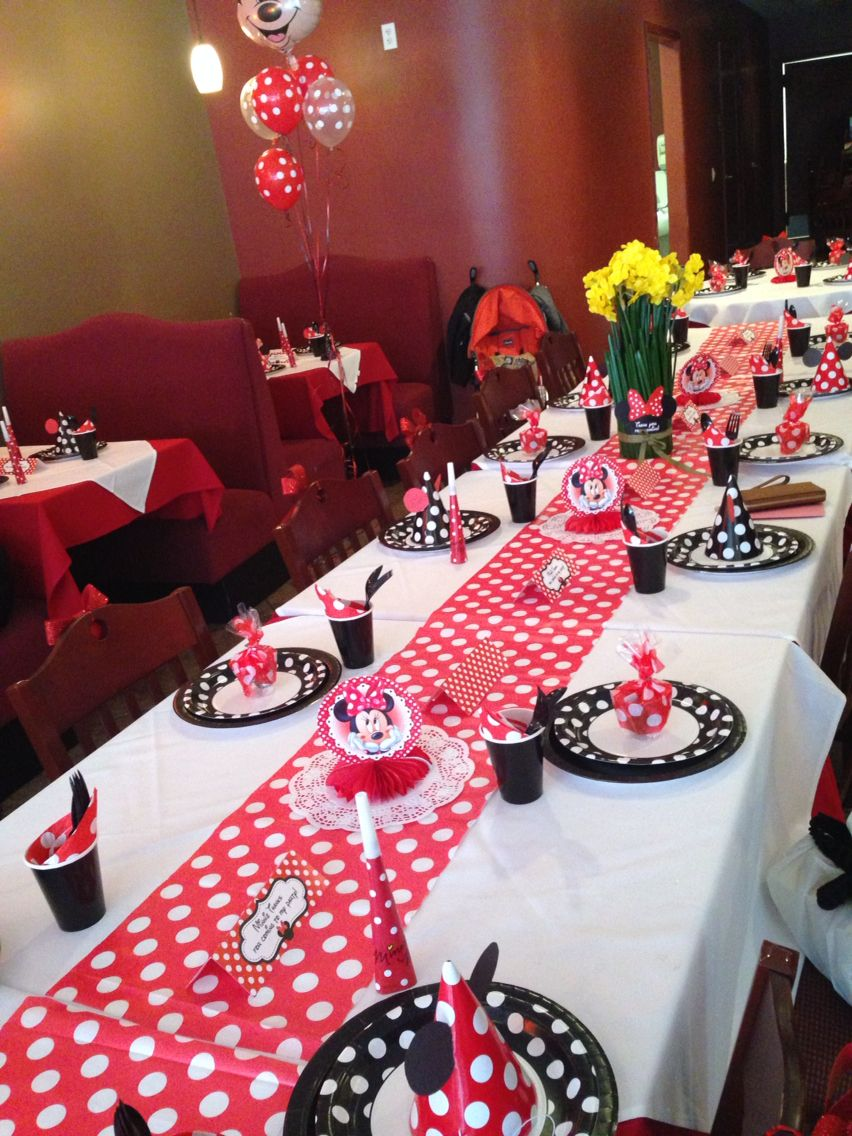 This was the table set up for a 1st birthday party theme for Decoration maison mickey