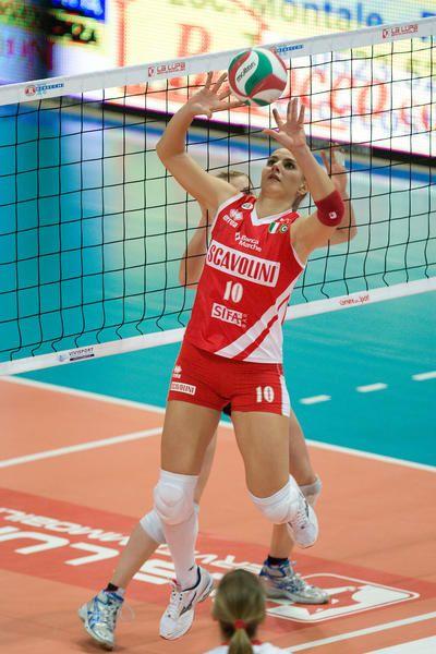 Pallavolo Che Passione L Alzatrice Francesca Ferretti In Azione Italian Volleyball Team Player Vo Female Volleyball Players Volleyball Players Sports Clips
