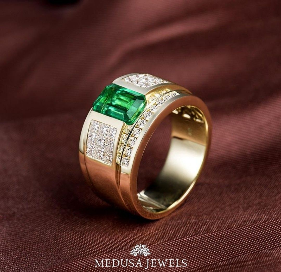 14K Yellow Gold Luxurious 1.9Ct Colombia Emerald Men Ring