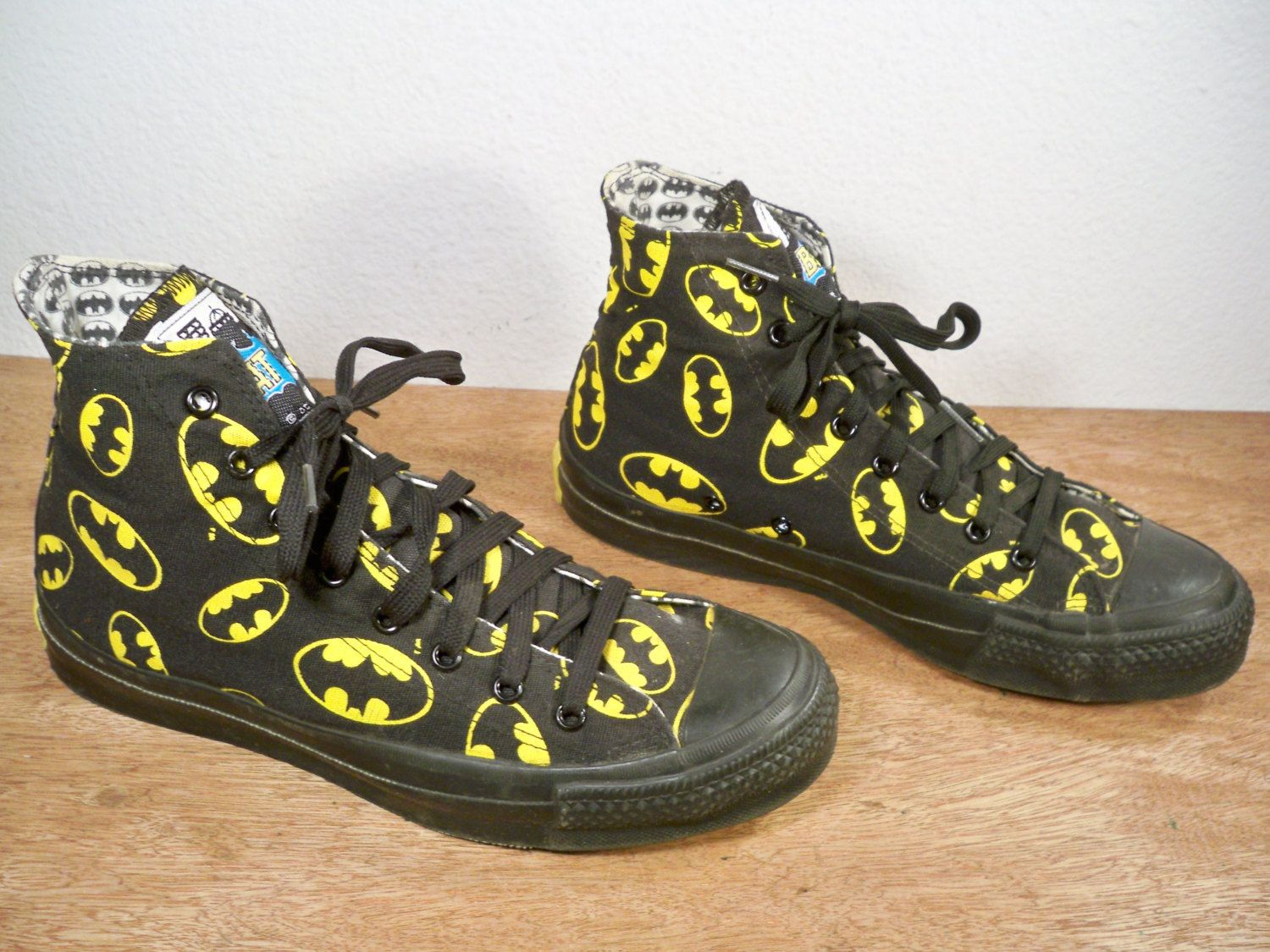 8239ae2f151627 Vintage Converse Batman DC Comics 1989 Black   Yellow Canvas High Top Men s  Shoes Sneakers Made in USA Size 6.5.  350.00