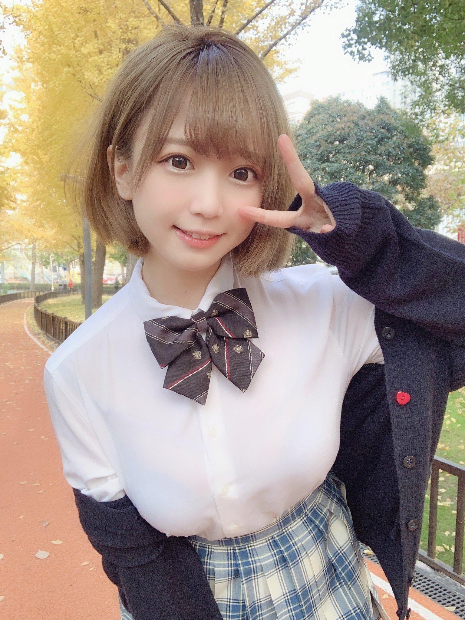 穿著格子裙的JK高中美少女 #制服美少女》#Cute #Girl #Pretty #Girls #漂亮 #可愛 #格子裙