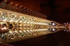 Ritmo en arquitectura.. Es la repeticio, geometrizacion, equilibrio visual etc en los elementos de una  estructuras y lo que lo integran; luz, color, materailes empelados, textura etc