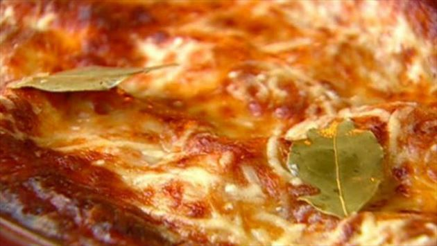 Get lasagna al forno recipe from food network italian pinterest get lasagna al forno recipe from food network forumfinder Image collections