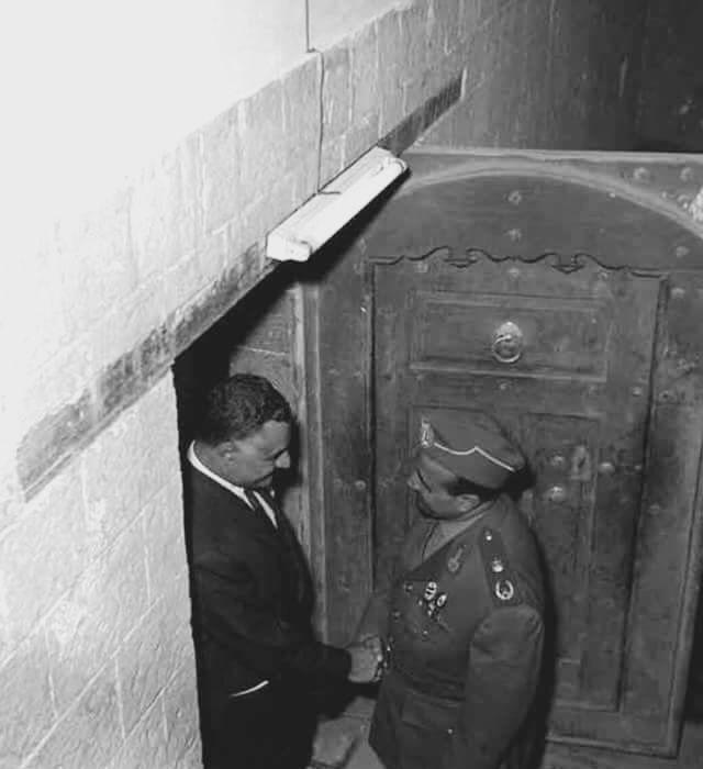 الزعيم جمال عبد الناصر مع الرئيس اليمني عبد الله السلال Egypt Bradley Mountain Door Handles