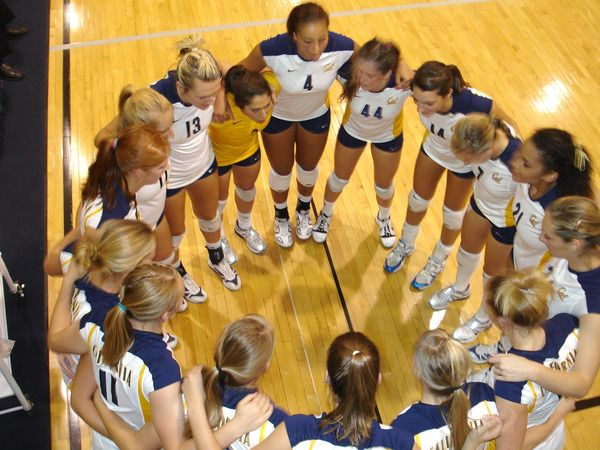 Pin By Ellie Marie On Cal Sports Women Volleyball Volleyball Team Volleyball