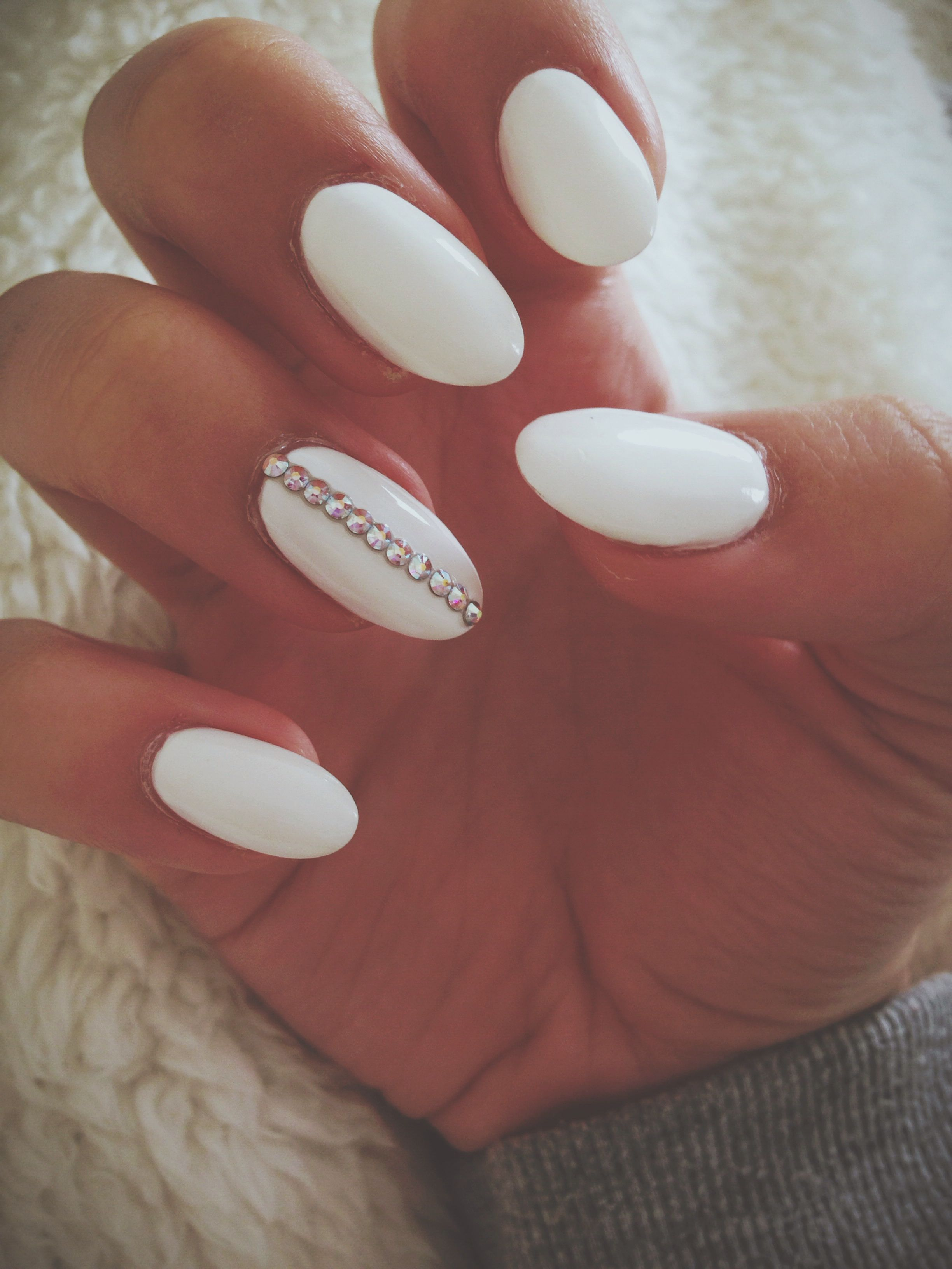 Simple White Rounded Gel Nails With An Edge Rhinestone Nails Nails Design With Rhinestones Gel Nails French